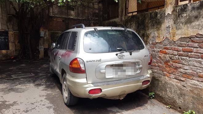 Không đọc kỹ tờ giấy cảnh báo trên tường, chủ xe lĩnh hậu quả nặng nề khi quay lại lấy ô tô - Ảnh 3.