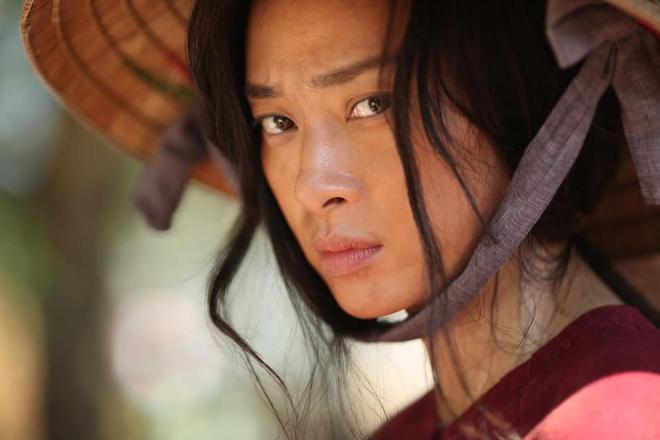 Gương mặt trẻ trung, làn da không tỳ vết của Ngô Thanh Vân ở tuổi 41 - Ảnh 2.