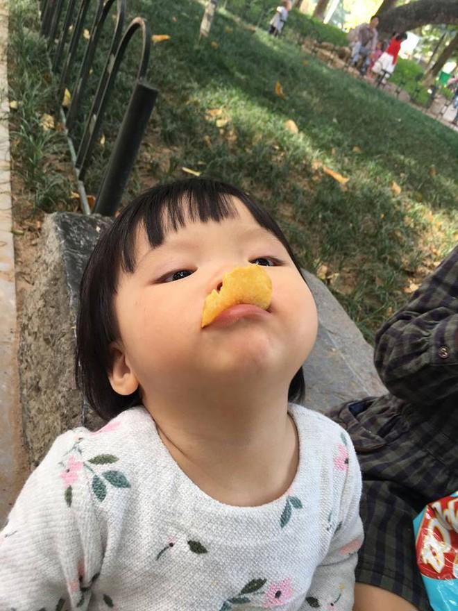 Em bé nếm mùi vị của nắng - bức ảnh xinh xắn cực dễ thương khiến bố mẹ nào cũng muốn đẻ con gái ngay lập tức - Ảnh 7.