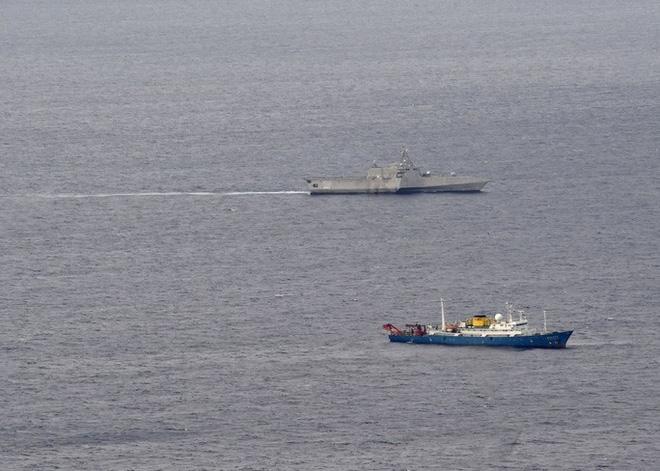 Tàu chiến Mỹ theo sát tàu khảo sát địa chất Trung Quốc ở biển Đông - Ảnh 2.