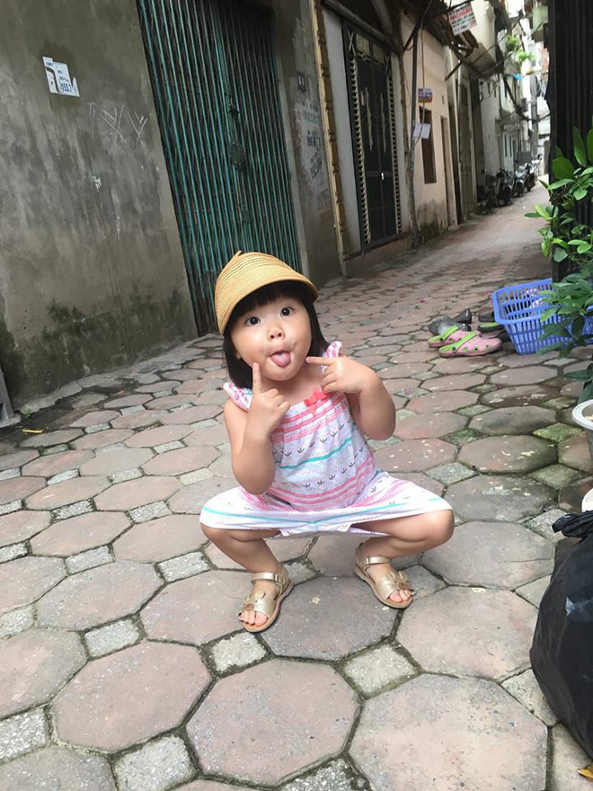 Em bé nếm mùi vị của nắng - bức ảnh xinh xắn cực dễ thương khiến bố mẹ nào cũng muốn đẻ con gái ngay lập tức - Ảnh 8.