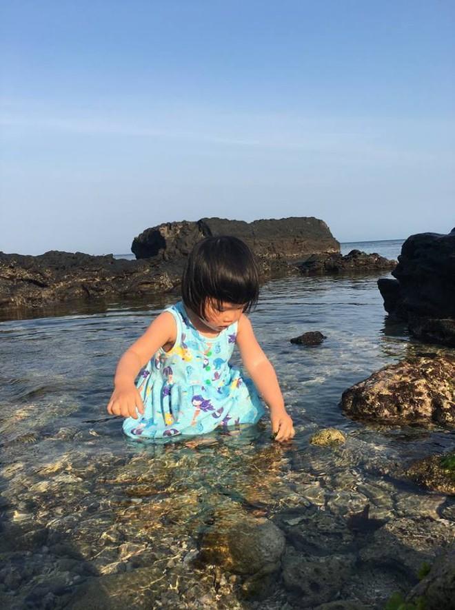 Em bé nếm mùi vị của nắng - bức ảnh xinh xắn cực dễ thương khiến bố mẹ nào cũng muốn đẻ con gái ngay lập tức - Ảnh 9.