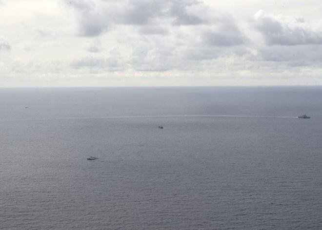 Tàu chiến Mỹ đến gần tàu Hải Dương 4 và tàu kiểm ngư Việt Nam ở biển Đông - Ảnh 3.