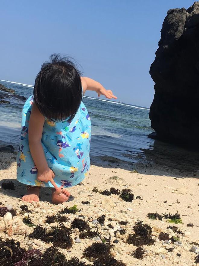Em bé nếm mùi vị của nắng - bức ảnh xinh xắn cực dễ thương khiến bố mẹ nào cũng muốn đẻ con gái ngay lập tức - Ảnh 10.