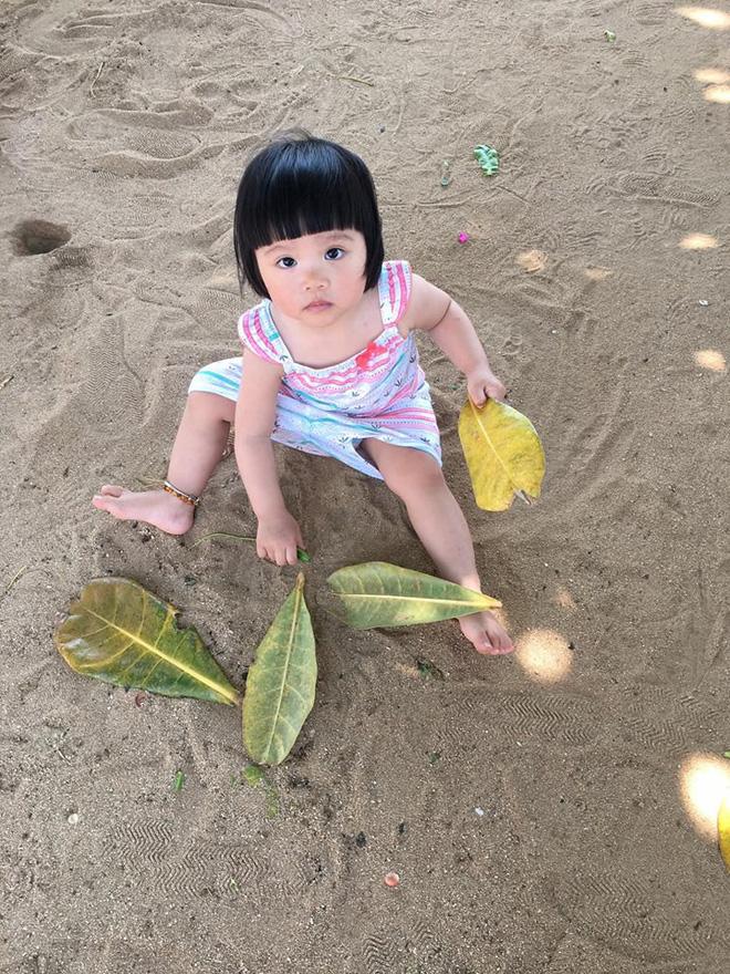 Em bé nếm mùi vị của nắng - bức ảnh xinh xắn cực dễ thương khiến bố mẹ nào cũng muốn đẻ con gái ngay lập tức - Ảnh 11.