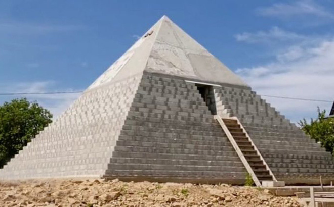 Choáng với công trình đại kim tự tháp Giza ngay trong vườn nhà