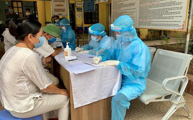 Hơn 21.000 người từ Đà Nẵng về Hà Nội cần đến đâu để làm xét nghiệm nhanh COVID-19?