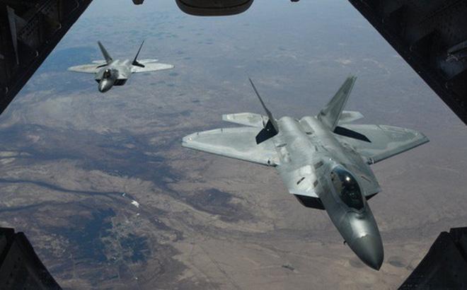 Nhà thiết kế J-20 của Trung Quốc bàn về chim ăn thịt F-22 của Mỹ