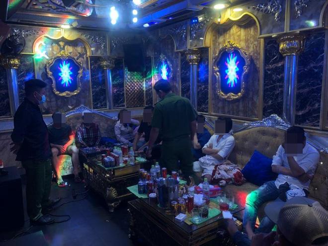 26 nam nữ dương tính ma tuý trong nhà hàng khi TP. HCM vừa tạm đóng cửa quán bar - Ảnh 1.