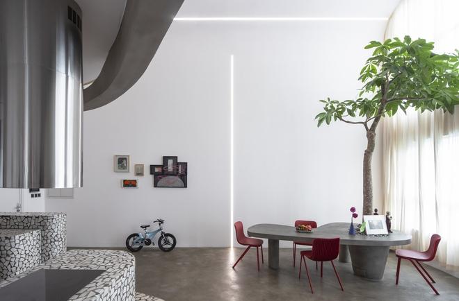 Chiêm ngưỡng căn nhà với lối thiết kế đương đại độc đáo tại Tp.HCM - Ảnh 1.