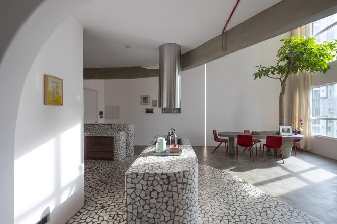 Chiêm ngưỡng căn nhà với lối thiết kế đương đại độc đáo tại Tp.HCM - Ảnh 14.