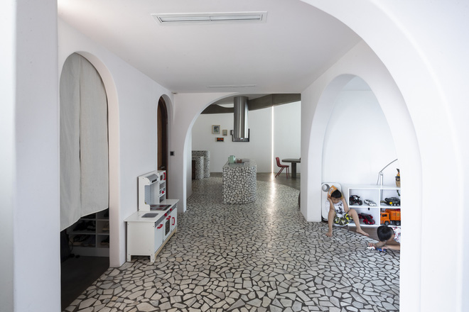 Chiêm ngưỡng căn nhà với lối thiết kế đương đại độc đáo tại Tp.HCM - Ảnh 9.