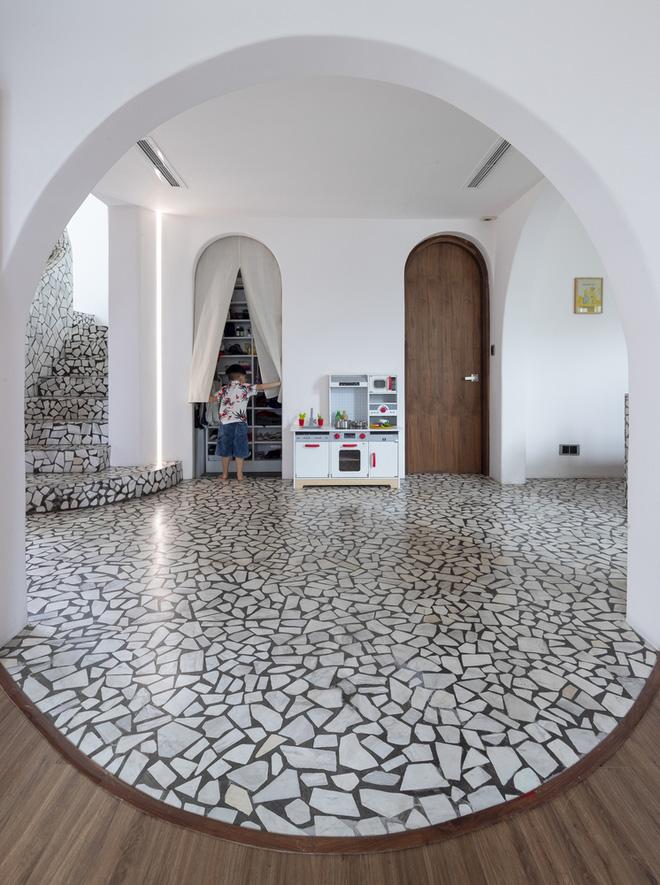Chiêm ngưỡng căn nhà với lối thiết kế đương đại độc đáo tại Tp.HCM - Ảnh 2.