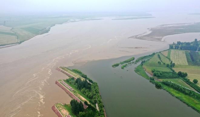 Nước sông Hoàng Hà trong bất thường: Sử sách TQ nói là phước lành trời ban, các nhà khoa học lo lắng - Ảnh 1.