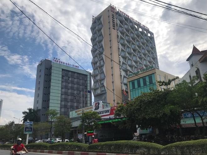 Bé trai 5 tuổi rơi từ tầng 9 khách sạn Thượng Hải ở TP Vinh tử vong - Ảnh 1.