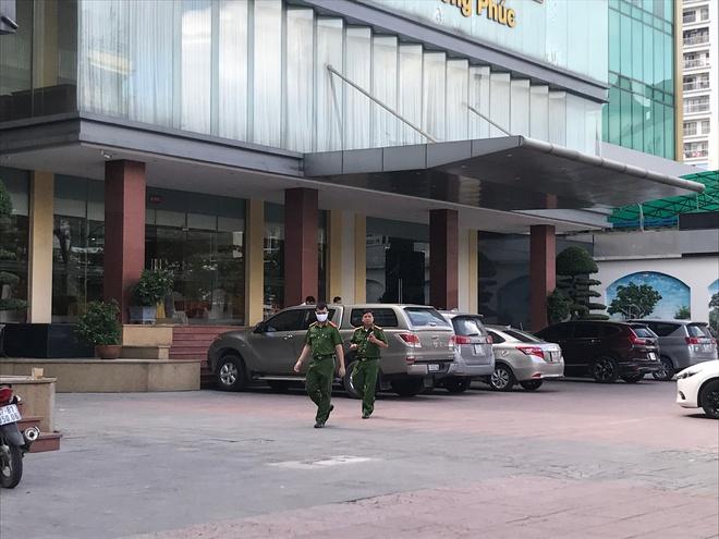 Bé trai 5 tuổi rơi từ tầng 9 khách sạn Thượng Hải ở TP Vinh tử vong - Ảnh 2.