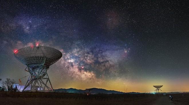 Hàng loạt nơi trên Trái Đất nhận tín hiệu vô tuyến lạ từ chòm sao Hồ Ly - Ảnh 1.