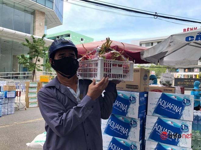 """Những chuyến xe chở """"yêu thương"""" đến tuyến đầu chống dịch ở Đà Nẵng - Ảnh 2."""