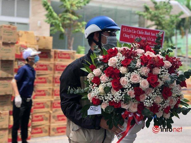 """Những chuyến xe chở """"yêu thương"""" đến tuyến đầu chống dịch ở Đà Nẵng - Ảnh 13."""