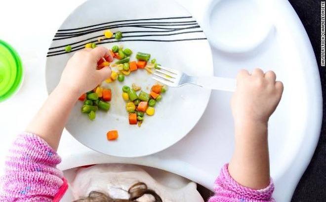Ủy ban Tư vấn hướng dẫn chế độ ăn uống khuyến cáo không cho trẻ ăn thứ này trong 2 năm đầu đời