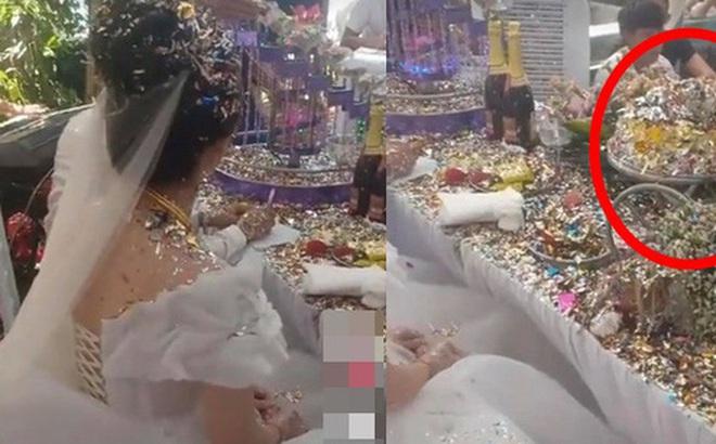 """Cô dâu chú rể choáng váng vì sự cố """"kinh hoàng"""" trong đám cưới, nhìn nhưng món đồ sau khi thực hiện nghi lễ """"biến dạng"""" trên bàn mà ai cũng xót xa hộ"""