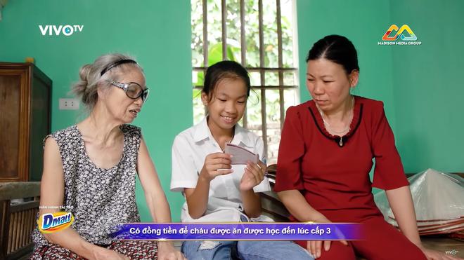 Trấn Thành khóc tặng 30 triệu cho cô bé làm nón bị cha ruồng bỏ vì sinh ra là con gái - Ảnh 3.