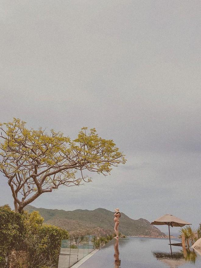 Chụp ảnh bầu ở mép bể bơi vô cực, Đàm Thu Trang khiến dân mạng lo lắng - Ảnh 2.