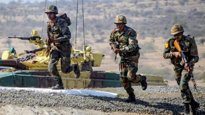 Xung đột biên giới: TQ triển khai quân nhiều gấp 6 lần Ấn Độ, gồm cả tên lửa hiện đại nhất - Ảnh 1.
