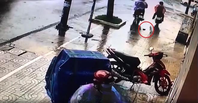 Bất ngờ vụ trộm xe máy làm rơi ví: Một nạn nhân tới trình báo vì bị nghi ngờ là kẻ trộm - Ảnh 1.