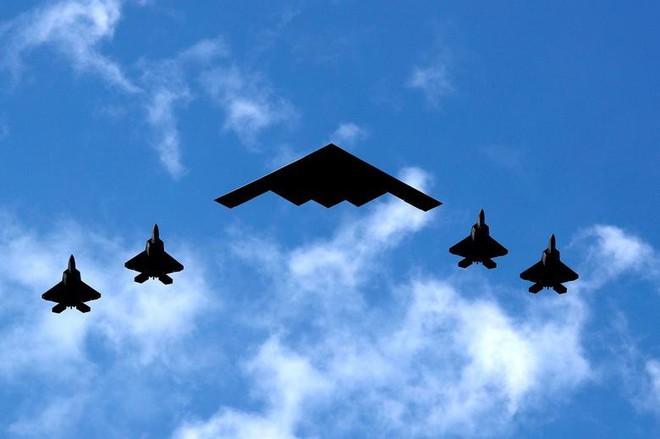 Ảnh: Mỹ mừng Quốc khánh giữa dịch Covid-19 với chiến cơ và pháo hoa - Ảnh 2.