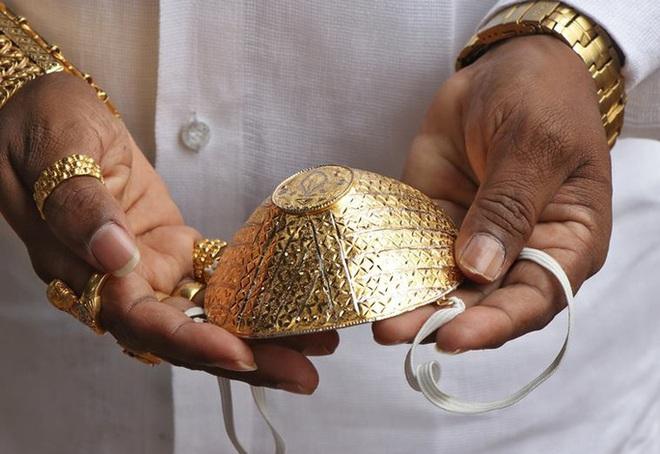 Bỏ 40.000 USD làm khẩu trang bằng vàng ròng chống Covid-19 - Ảnh 2.