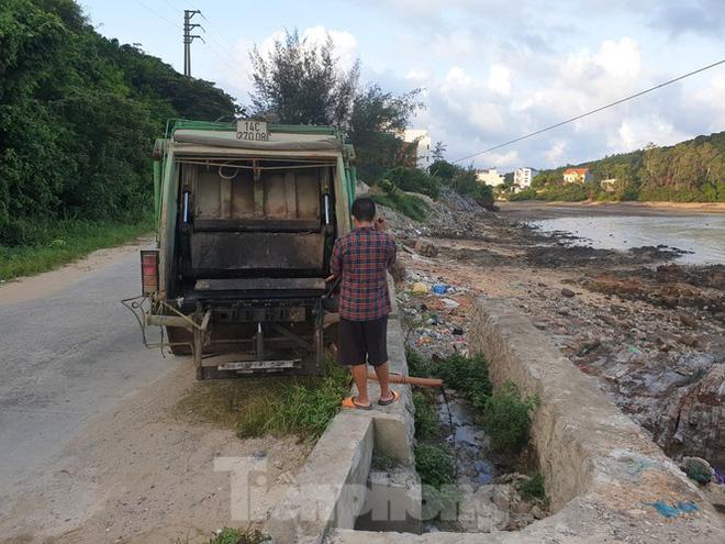 Chủ tịch thị trấn phân trần vụ đổ trộm chất thải ở Cô Tô - Ảnh 1.