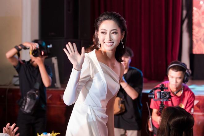 """Hoa hậu Lương Thùy Linh: """"Đặt vương miện xuống, Linh lại được là chính mình"""" - ảnh 6"""