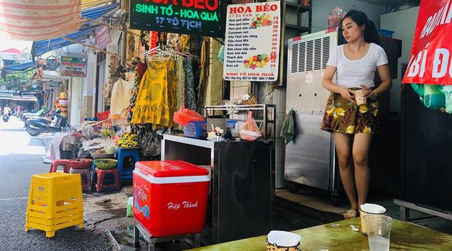 """Hàng loạt cửa hàng """"cửa đóng, then cài"""" trên phố cổ Hà Nội vốn sầm uất - Ảnh 6."""