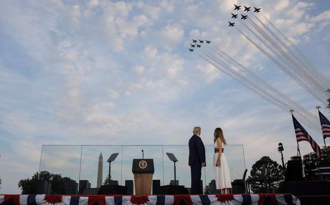 Ảnh: Mỹ mừng Quốc khánh giữa dịch Covid-19 với chiến cơ và pháo hoa