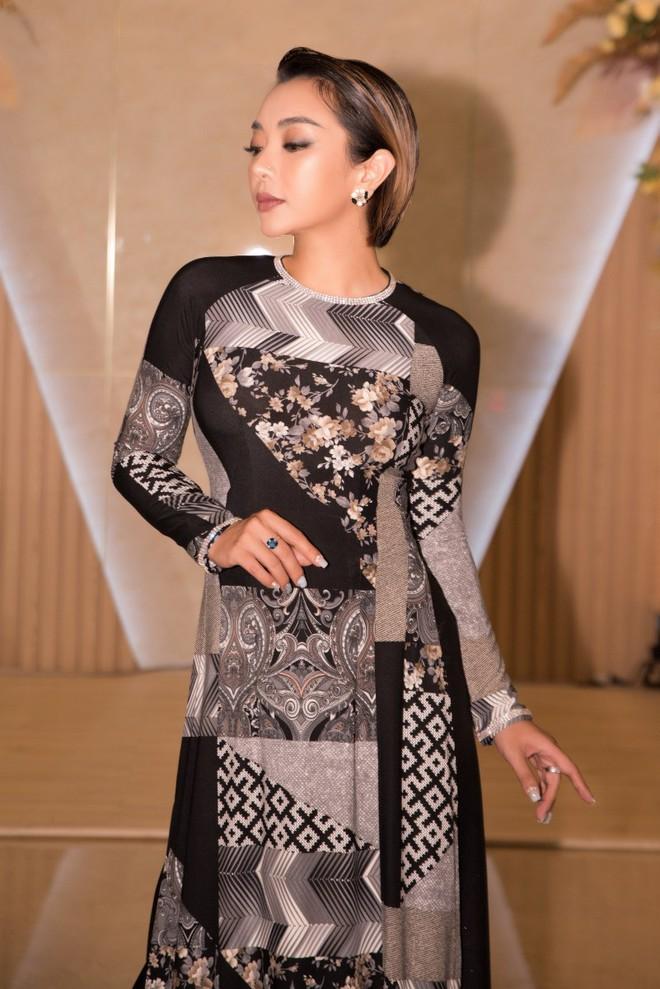 Ca sĩ Phương Anh, hoa hậu Kim Nguyên đẹp nổi bật với áo dài của NTK Nhật Dũng - Ảnh 4.