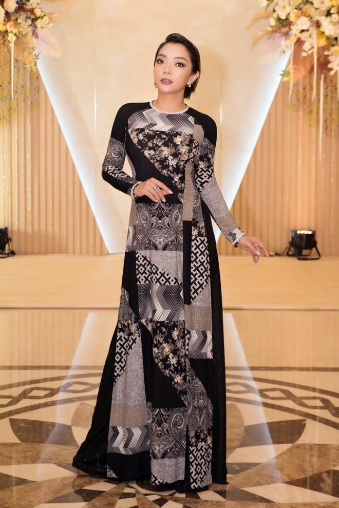 Ca sĩ Phương Anh, hoa hậu Kim Nguyên đẹp nổi bật với áo dài của NTK Nhật Dũng - Ảnh 3.