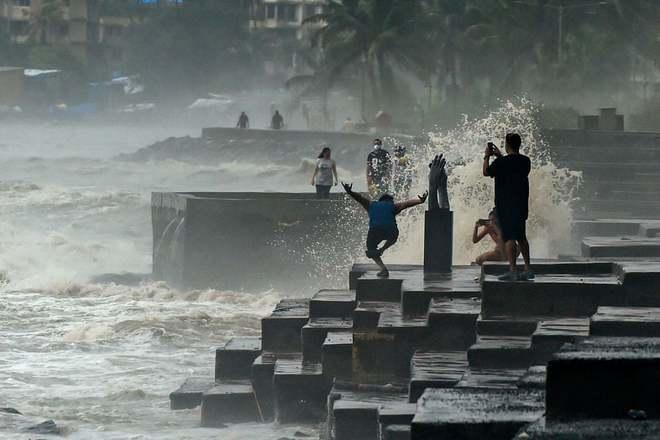 24h qua ảnh: Người dân mạo hiểm xem đập thủy điện xả lũ ở Trung Quốc - Ảnh 8.