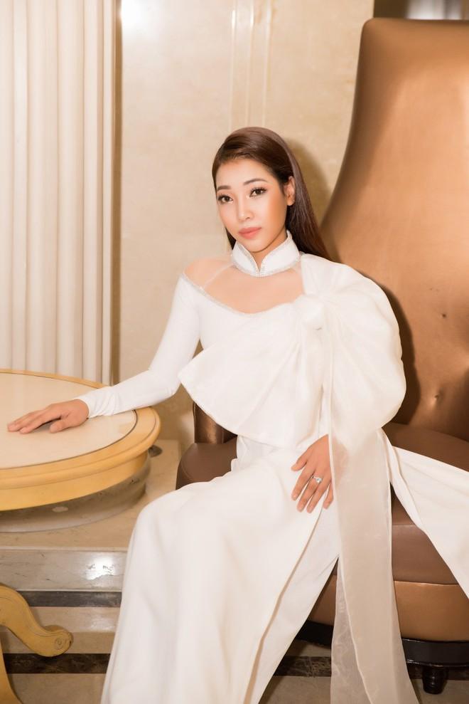 Ca sĩ Phương Anh, hoa hậu Kim Nguyên đẹp nổi bật với áo dài của NTK Nhật Dũng - Ảnh 6.