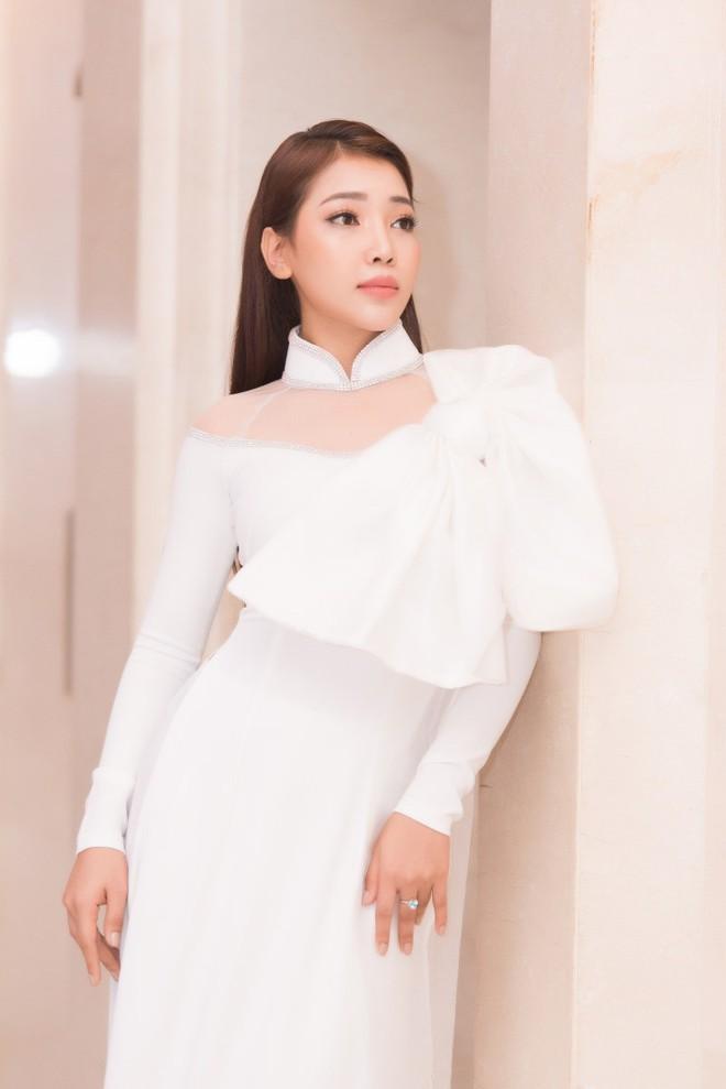 Ca sĩ Phương Anh, hoa hậu Kim Nguyên đẹp nổi bật với áo dài của NTK Nhật Dũng - Ảnh 5.