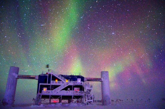 Đã tìm ra nguồn gốc hạt ma quỷ từ vũ trụ rơi xuống Nam Cực - Ảnh 1.