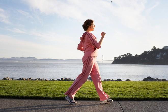 BS tiết lộ số bước đi bộ trong ngày tác động lớn đến sức khỏe: Thể dục tốt hơn thuốc bổ - Ảnh 2.