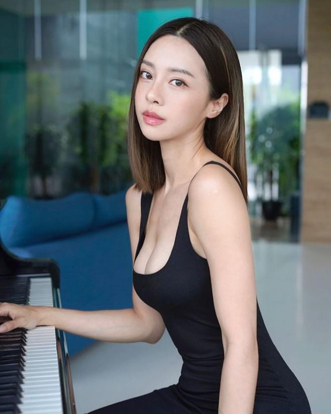 """Nhan sắc bốc lửa của """"nữ thần piano"""" gợi cảm nhất châu Á - Ảnh 1."""