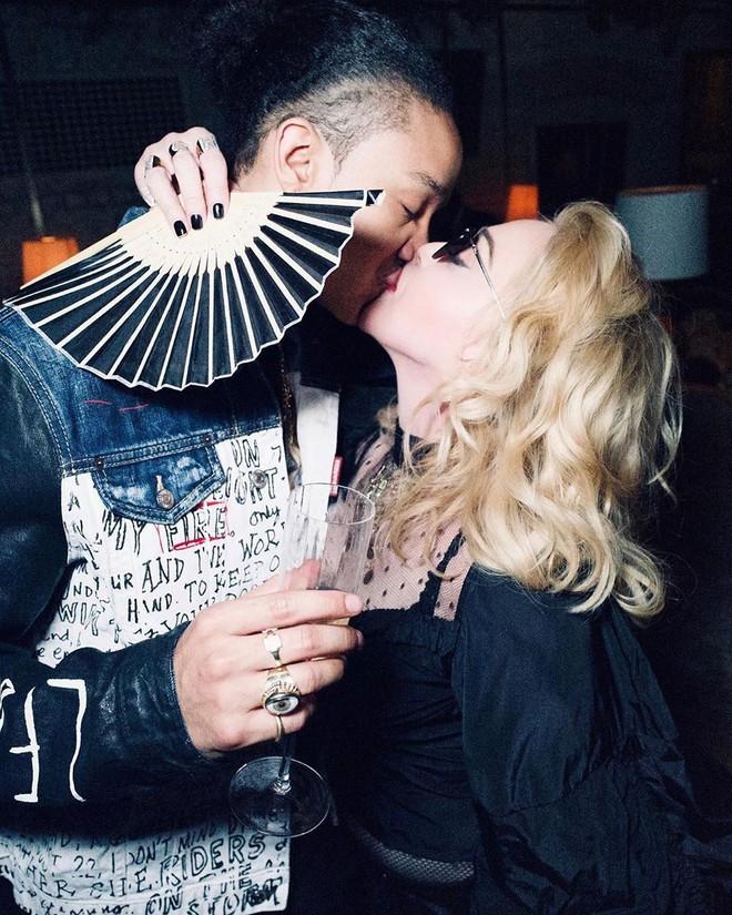 Nữ hoàng nhạc pop Madonna khoe thân hình gợi cảm khó tin ở tuổi 62 - Ảnh 4.