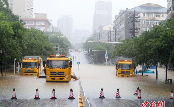 Mưa lũ Trung Quốc: Hồ Bắc báo động đỏ, 1 huyện ở An Huy hủy thi đại học