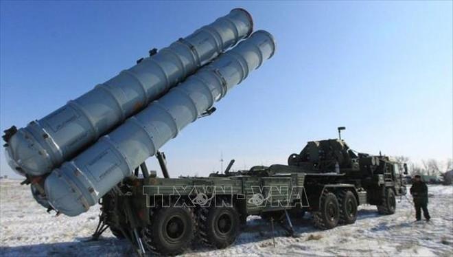 """Tên lửa S-400 Nga """"nghênh chiến"""" tất cả các tiêm kích tối tân Mỹ, kể cả F-35 và F-22 - Xe quân sự Mỹ rầm rập tiến vào Syria - Ảnh 1."""