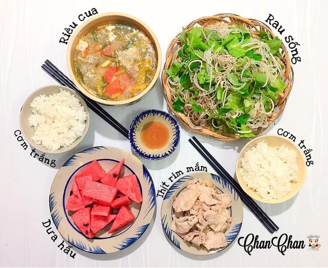 Khoe 30 mâm cơm chuẩn nhanh-ngon-bổ-rẻ, vợ đảm Hà Nội tiết lộ cả bí quyết nấu ăn thần tốc khiến hội chị em trầm trồ - ảnh 7