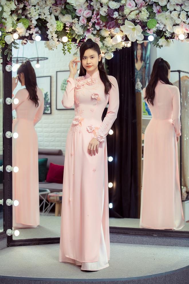 Trương Quỳnh Anh làm người mẫu cho show diễn của NTK Minh Châu - Ảnh 9.