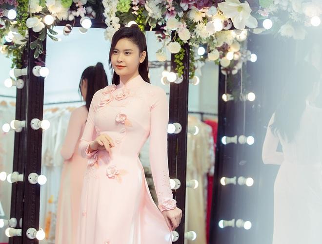 Trương Quỳnh Anh làm người mẫu cho show diễn của NTK Minh Châu - Ảnh 8.