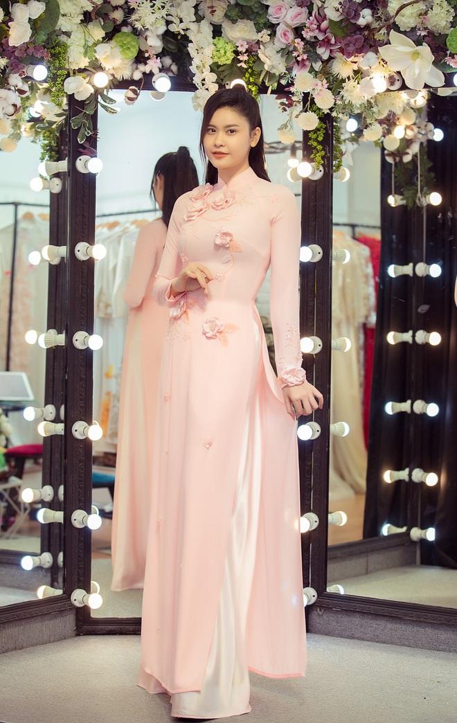Trương Quỳnh Anh làm người mẫu cho show diễn của NTK Minh Châu - Ảnh 7.
